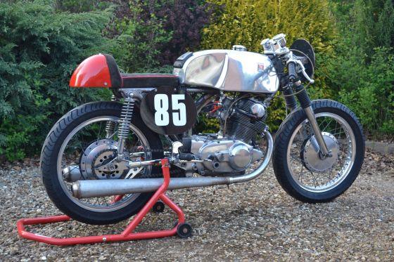 for sale - honda cb72 parade racer or cafe racer - race bikes